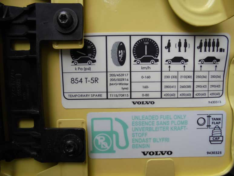 9430313 Volvo 850 fuel door tire pressure label.